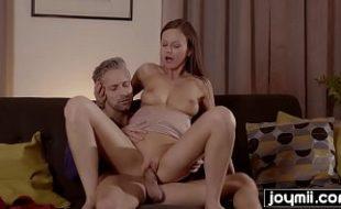 Xvideo brasileiro boa novinha na sala e sexo