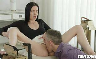 Macho coroa em sexo com jovem da capital sexy